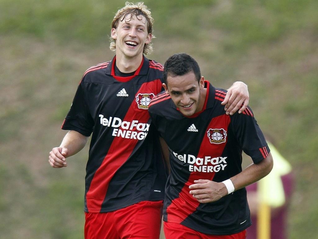 Renato Augusto (d) e Stefan Kiessling comemoram gol em vitória de 11 a 1 do Bayer na Copa da Alemanha