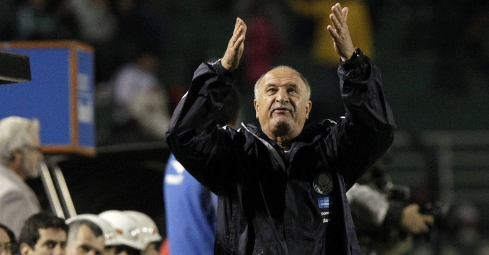 Tcnico Luiz Felipe Scolari gesticula no duelo entre Palmeiras e Atltico-PR