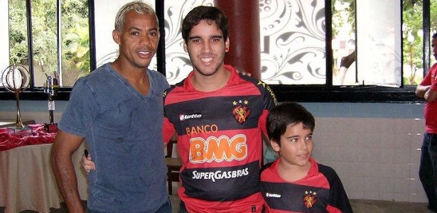 Marcelinho Paraíba participa de tarde de autógrafos