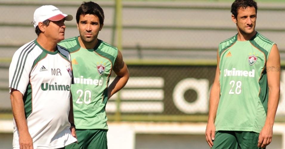 Muricy Ramalho passa orientações para Deco durante treinamento do Fluminense