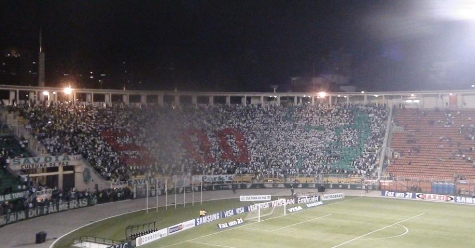 Torcida do Palmeiras faz mosaico em homenagem a Marcos