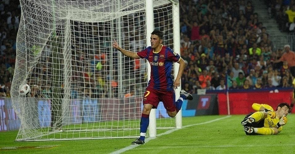 David Villa comemora após abrir o placar para o Barcelona contra o Milan