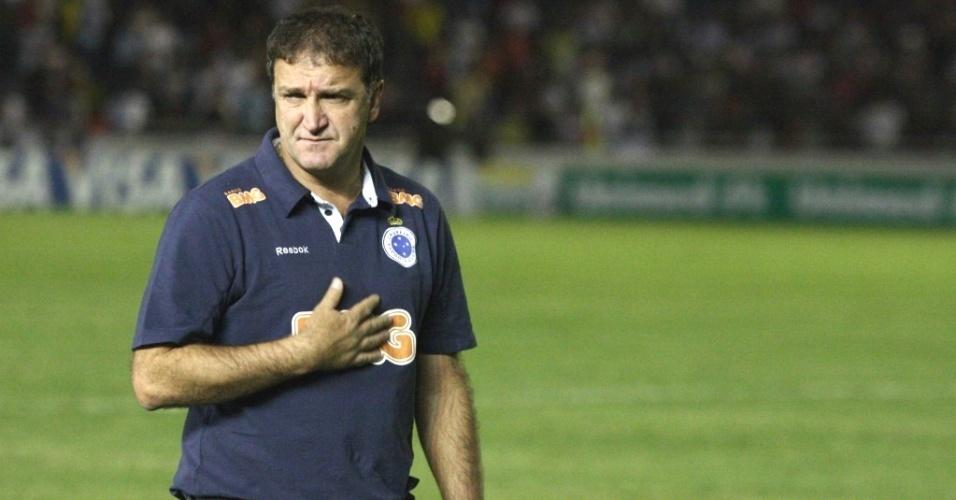 Cuca durante jogo do Cruzeiro no Parque do Sabiá