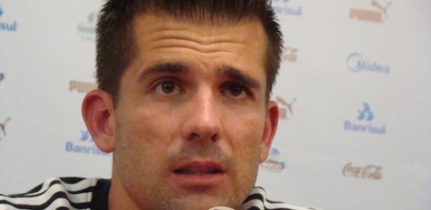Victor concede entrevista coletiva no Olímpico