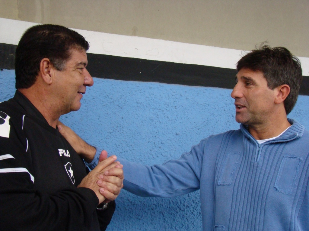 http://e.i.uol.com.br/esporte/futebol/2010/08/27/renato-gaucho-e-joel-santana-se-encontraram-no-olimpico-1282929439687_1024x768.jpg
