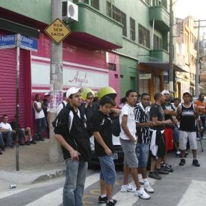 5453cf6737 Corintianos se reuniram na esquina das ruas José Paulino e Cônego Martins  para comemoração