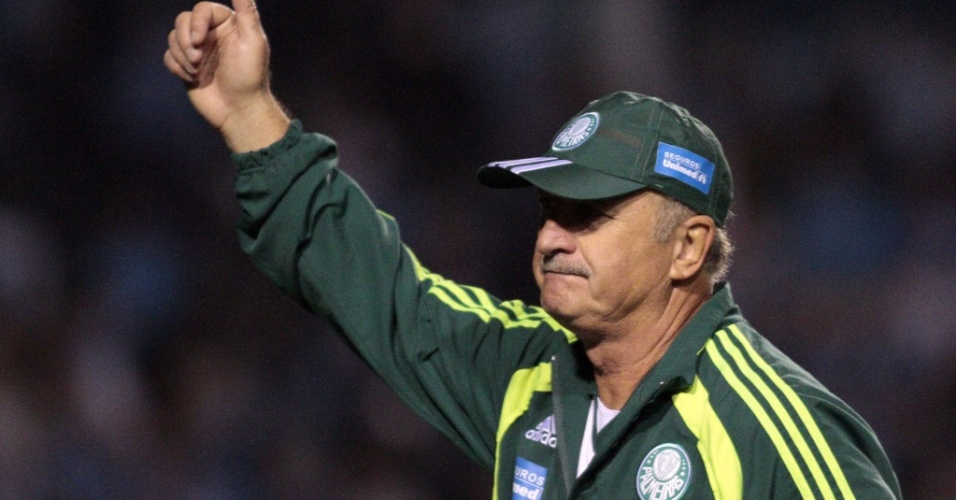 Luiz Felipe Scolari, tcnico do Palmeiras, sada torcedores do Grmio no Olmpico