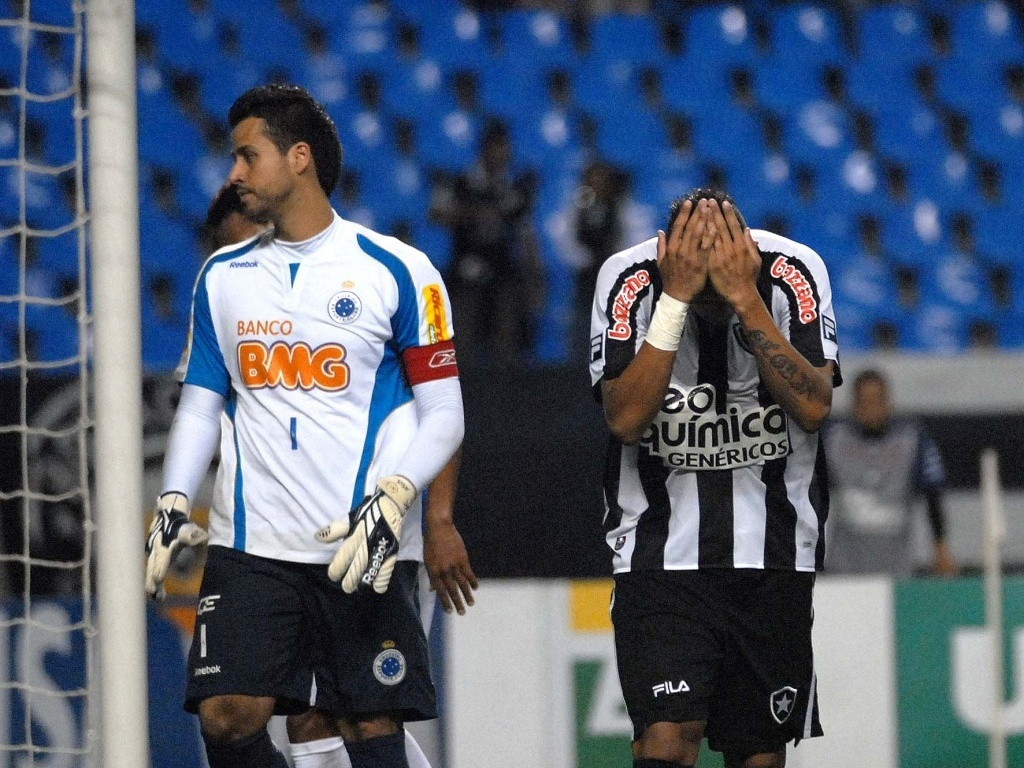 Jogador do Botafogo lamenta chance perdida contra o Cruzeiro