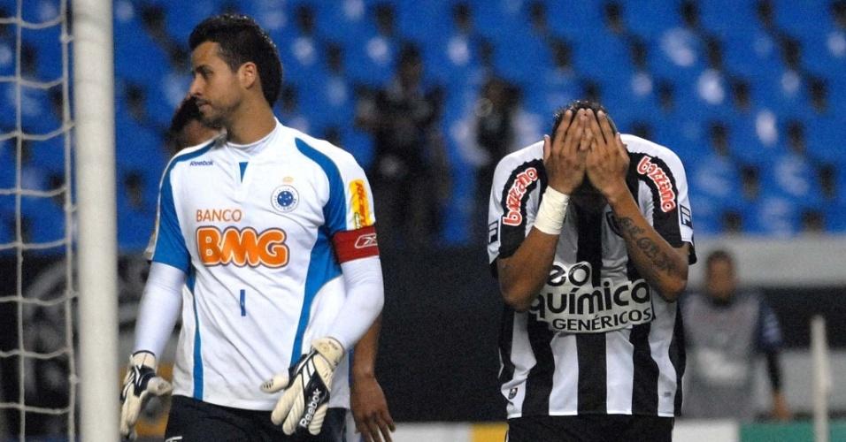 Jogador do Botafogo lamenta chance perdida contra o Cruzeiro