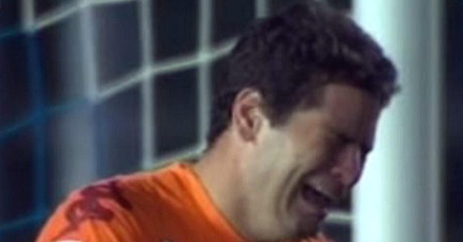 Júlio Sérgio, goleiro da Roma, chora durante a partida contra o Brescia pelo Campeonato Italiano