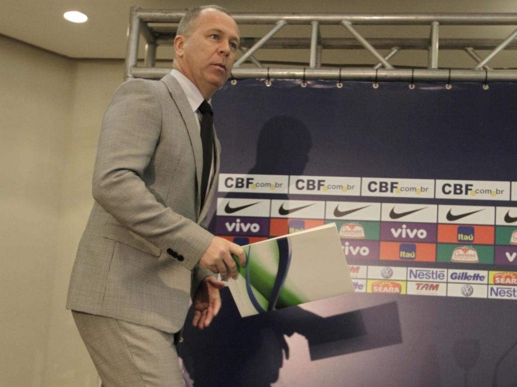 Mano Menezes faz sua terceira convocação à frente da seleção brasileira