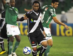 48175a4b74 Carlos Alberto sentiu a lesão na coxa direita após o jogo entre Vasco x  Guarani