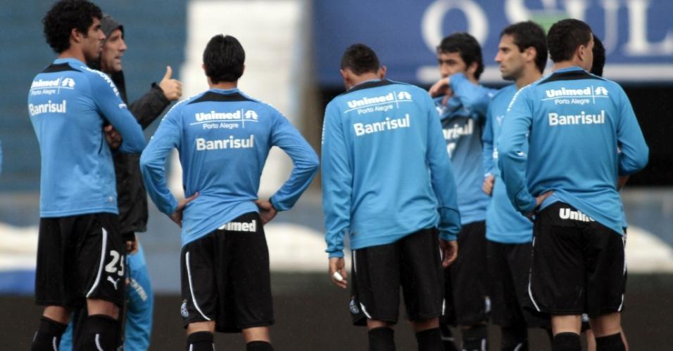 Renato Gaúcho conversa com jogadores do Grêmio no Olímpico