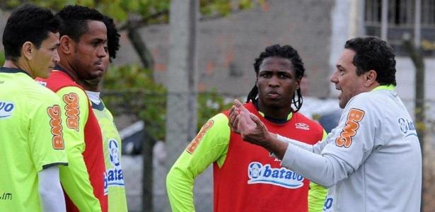 Luxemburgo passa instruções em treino do Flamengo em Florianópolis