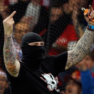 Torcedor sérvio Ivan Bogdanov foi detido após atos de violência em jogo entre Itália e Sérvia