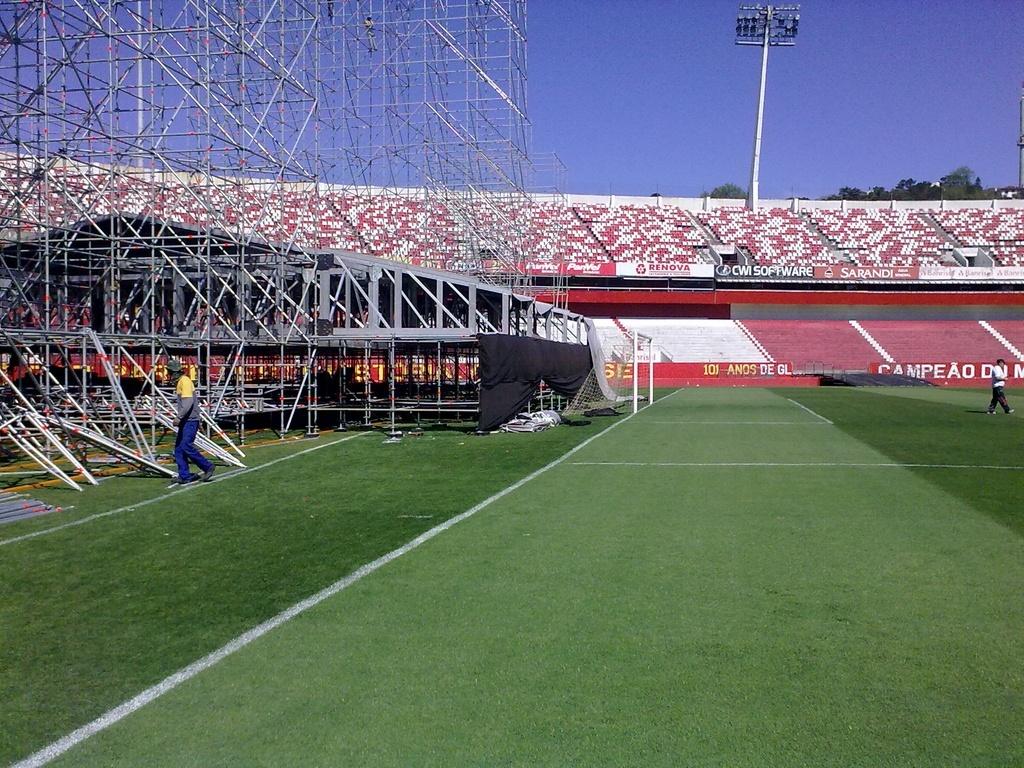 Palco para show de Paul McCartney fica muito perto da linha de fundo no estádio Beira-Rio