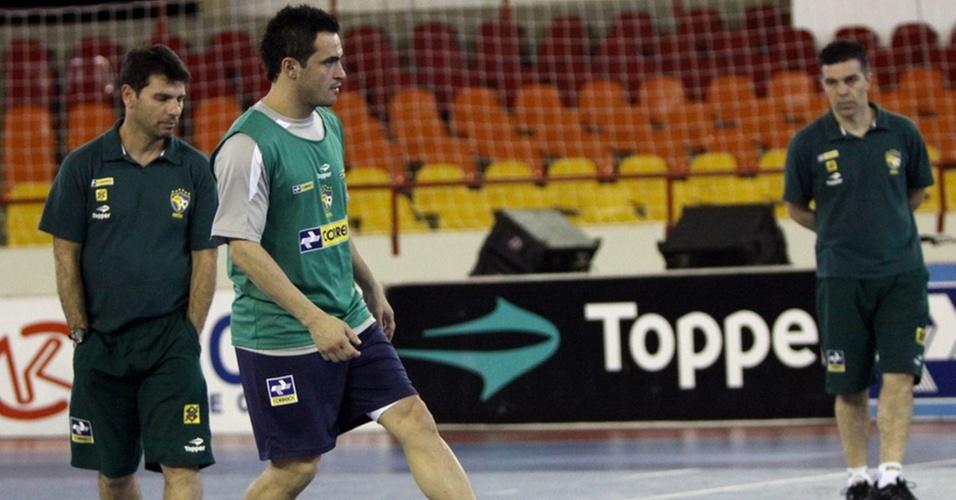 Observado por Vander Iacovino e Pipoca, Falcão participa do treino da seleção