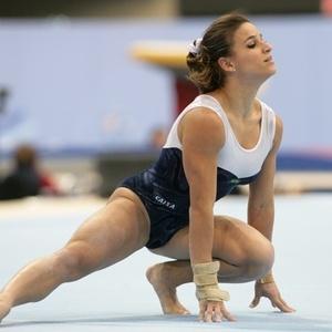Jade Barbosa participa do treino de pódio nas vésperas do Mundial de Roterdã