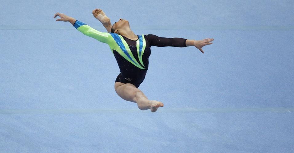 Daniele Hypolito faz sua série de solo na final feminina do individual geral no Mundial de 2009