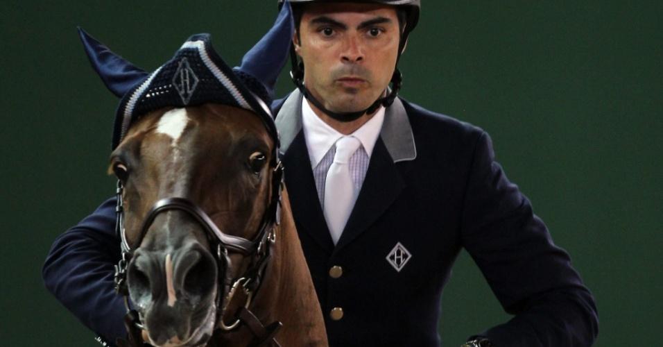 Brasileiro Rodrigo Pessoa compete no primeiro dia do Athina Onassis Horse Show, no Rio de Janeiro