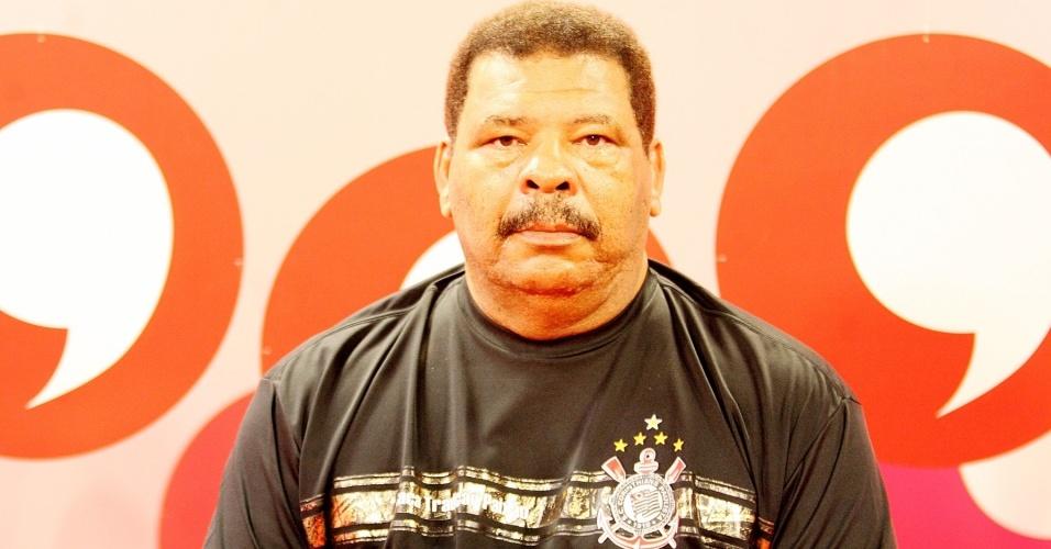 Maguila no Bate-Papo UOL, com a camisa do Corinthians