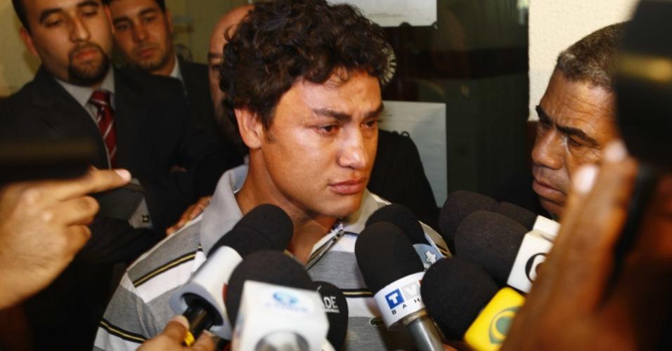 Popó deixa delegacia após dar depoimento sobre caso de assassinato em Salvador