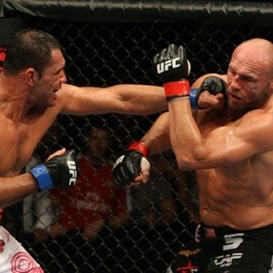 Minotauro vence Randy Couture