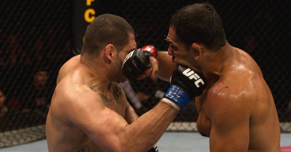 Minotauro  nocauteado por Cain Velasquez no UFC 110