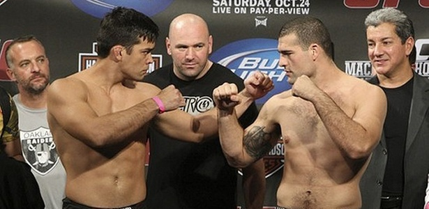 Lyoto Machida e Maurcio Shogun se encaram, observados por Dana White antes do UFC 104