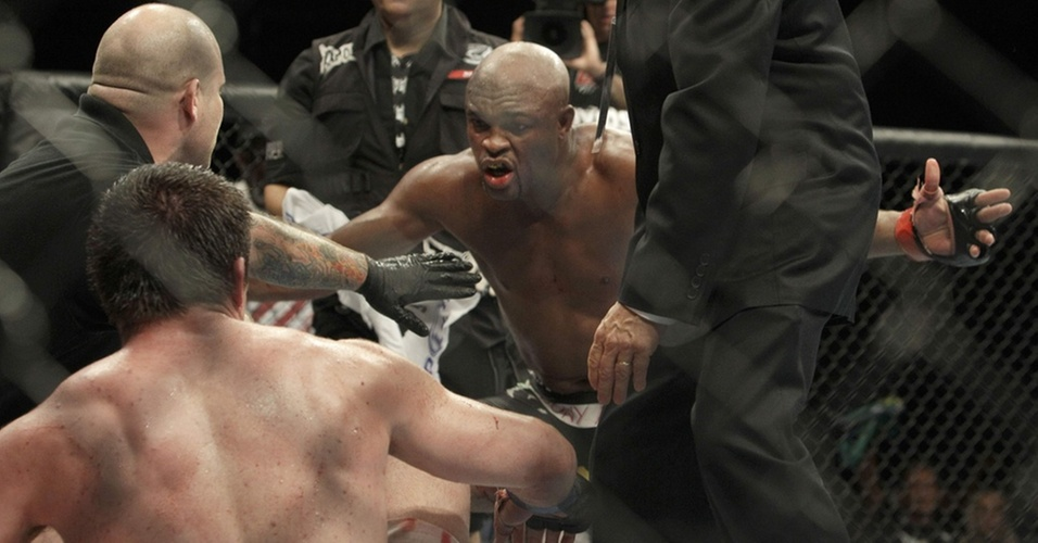 Anderson Silva venceu Chael Sonnen por submisso no UFC 117