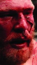 Sangrando, Brock Lesnar se lamenta após perder para Cain Velasquez por nocaute técnico logo no primeiro round, na disputa pelo título de pesos pesados no UFC 121