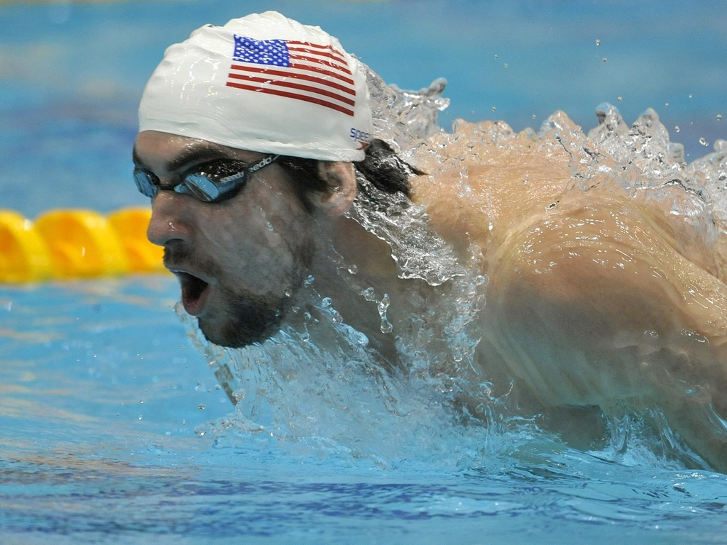 Multicampeo Michael Phelps nada o estilo borboleta