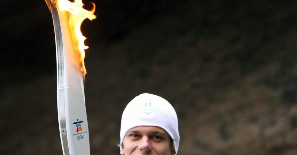 César Cielo participa do revezamento da tocha dos Jogos Olímpicos de Inverno de 2010