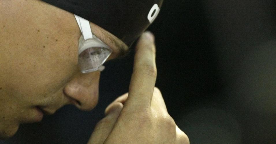 César Cielo se prepara antes de cair na água. Na sequência, ele quebrou o recorde mundial dos 50m livre, com 20s91