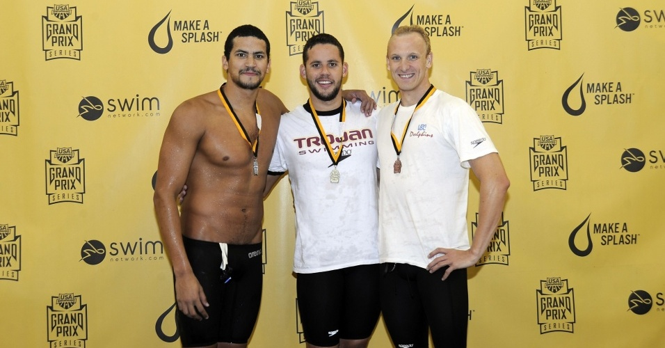 Thiago Pereira comemora o ouro dos 400 m medley no GP de Missouri de natao, nos EUA