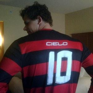 Cesar Cielo com a camiseta do Flamengo