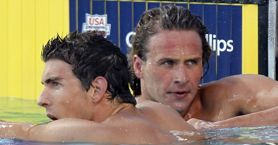 Ryan Lochte recebe cumprimentos de Michael Phelps aps disputa nos 200m medley