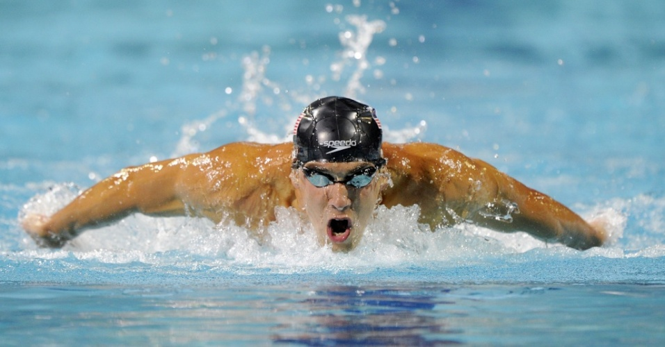 Michael Phelps vence os 200 m borboleta no Pan-Pacfico de Irvine, na Califrnia