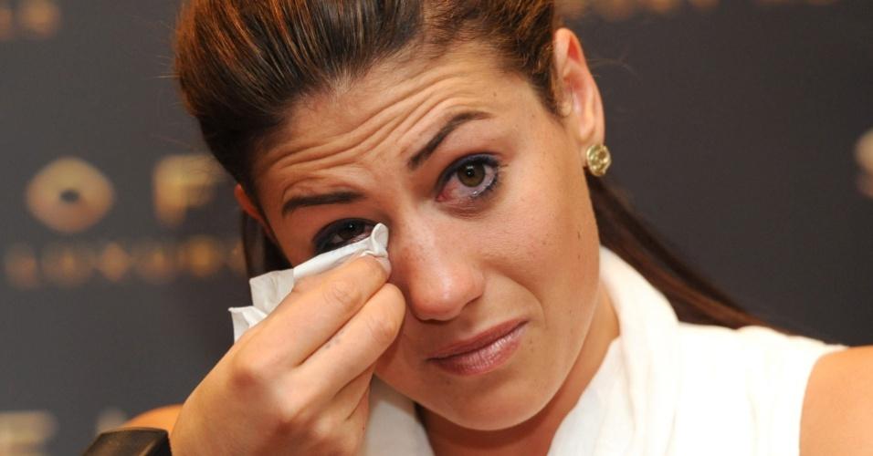 Stephanie Rice chora enquanto se desculpa por insulto homofóbica