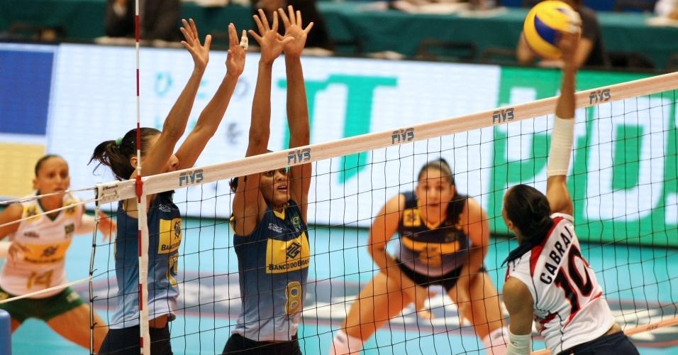 Brasileiras armam bloqueio
