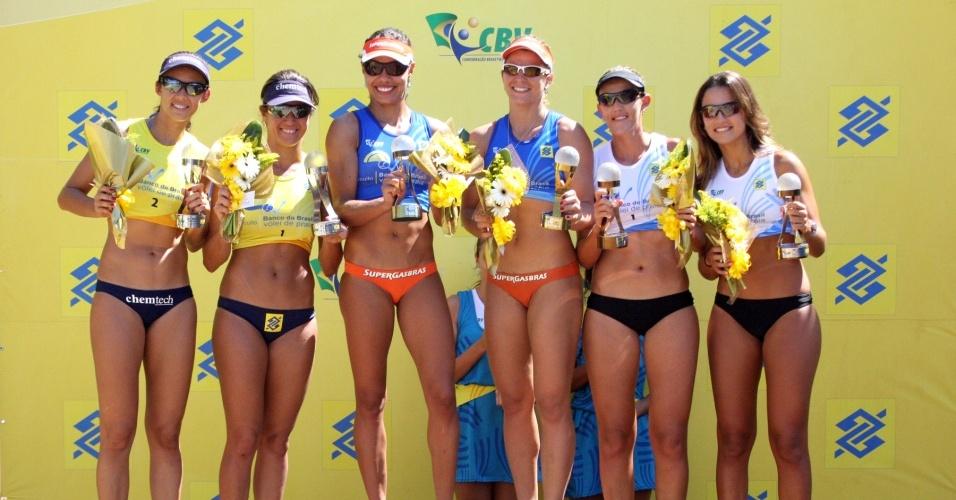 Juliana e Larissa celebram no pódio título da etapa de Balneário Camboriú do Circuito Nacional