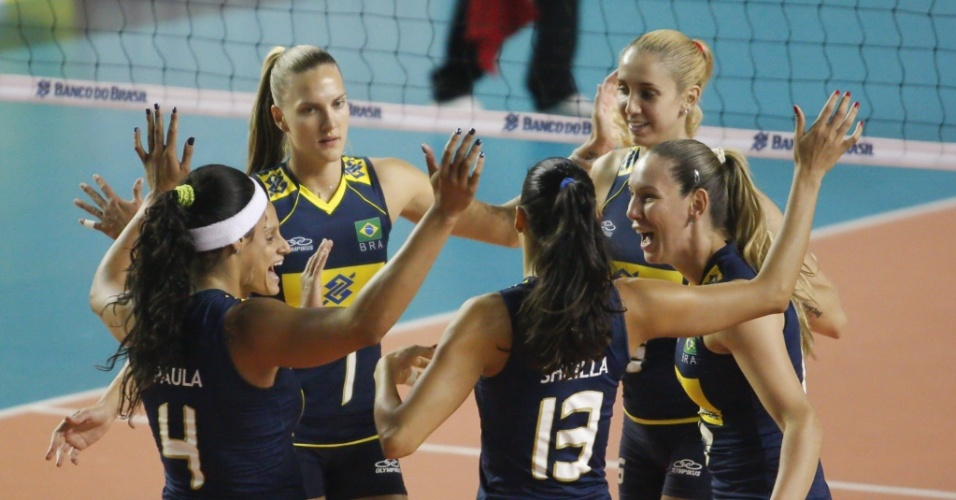 Jogadoras do Brasil comemoram ponto no segundo amistoso disputado contra a Alemanha em Belo Horizonte