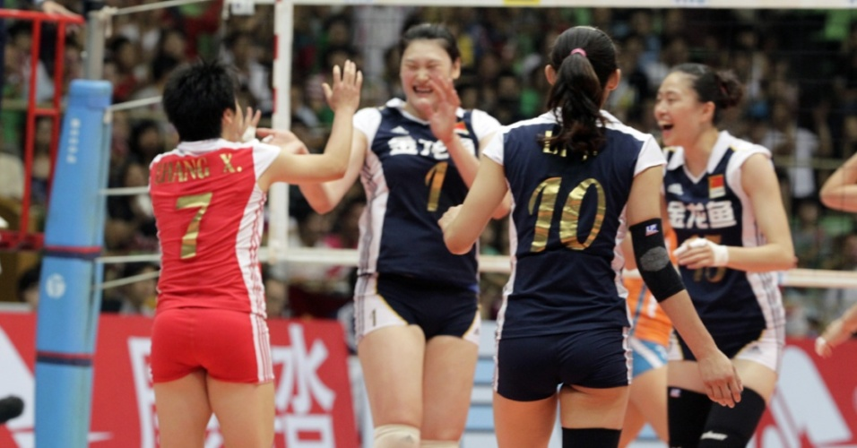 Jogadoras chinesas comemoram na vitória sobre a seleção da Holanda pelo Grand Prix
