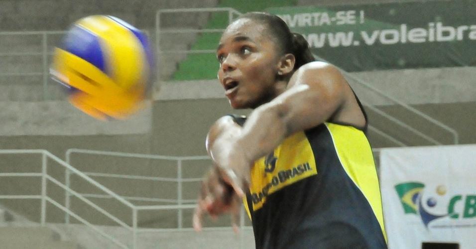 Ponteira Sassá ficou de fora dos jogos da seleção brasileira em São Carlos (SP), pela primeira semana do Grand Prix