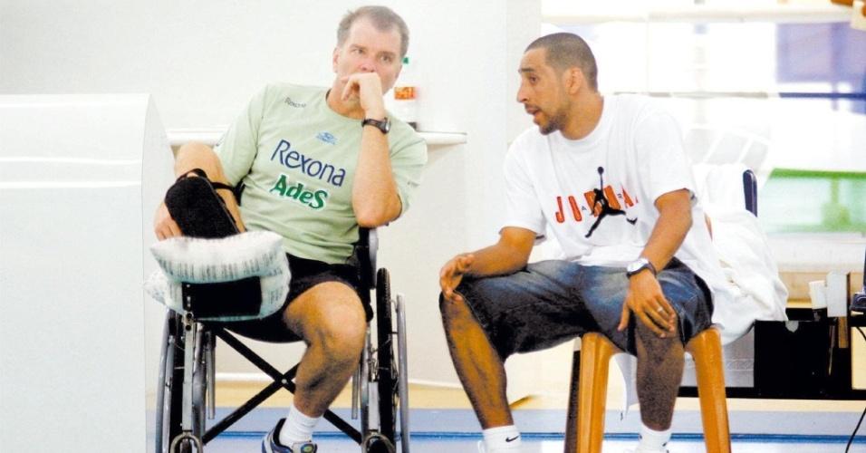 Bernardinho usa cadeiras de rodas após romper tendão de aquiles em 2006