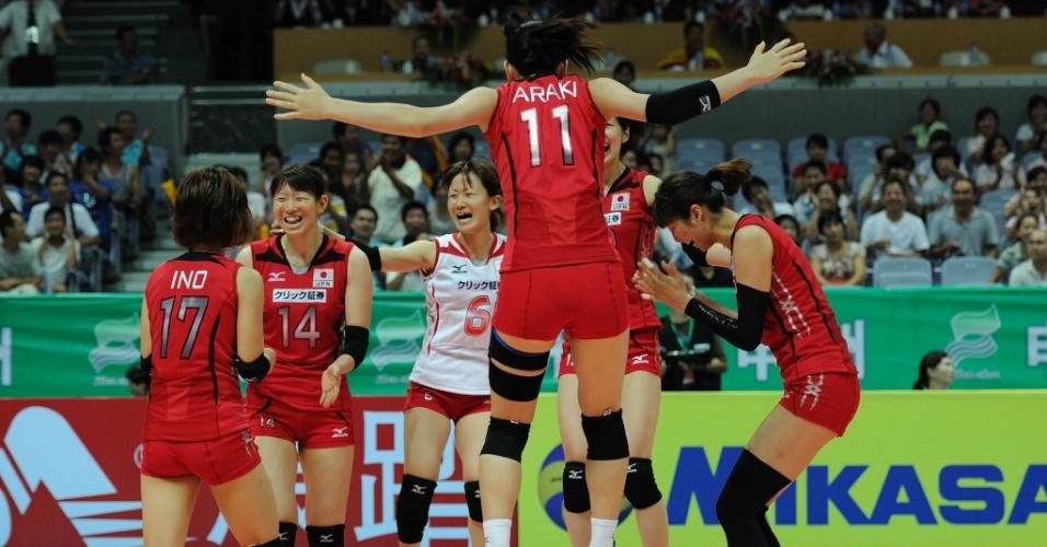 Japonesas comemoram ponto na vitória sobre o Brasil pelo Grand Prix