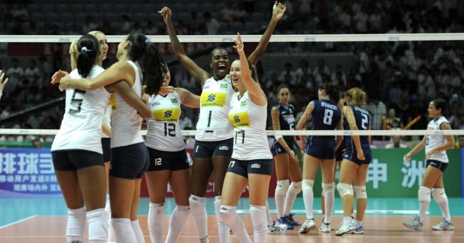 Brasil comemora a vitória contra a Itália na fase final do Grand Prix