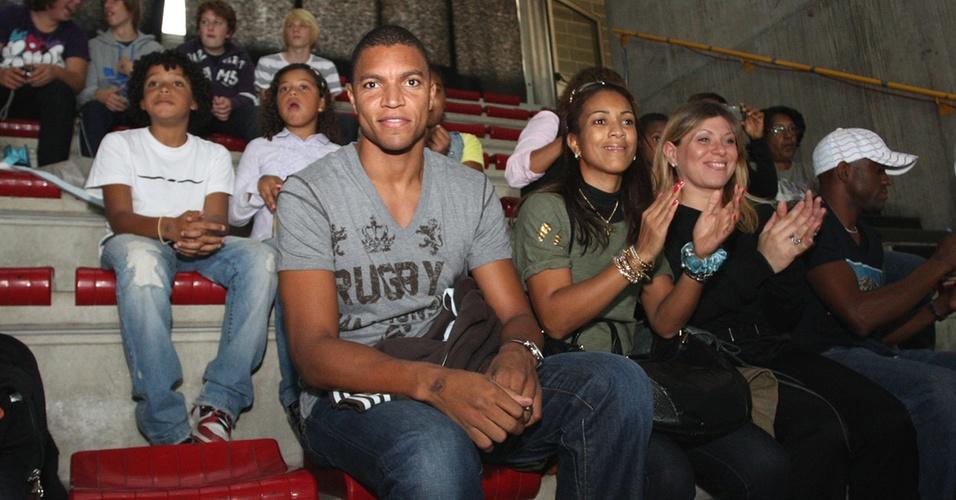 Dida assiste à estreia do Brasil contra a Tunísia no Mundial de vôlei