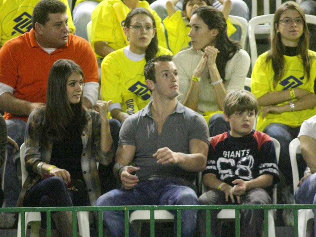 Ginasta Diego Hypolito foi ao ginásio Chico Neto, em Maringá, acompanhar a vitória do Brasil sobre os EUA