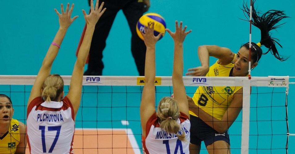 Jaqueline faz ataque na vitória do Brasil sobre a República Tcheca no Mundial feminino